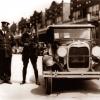 Police w/ Thompson's submachinguns - 03