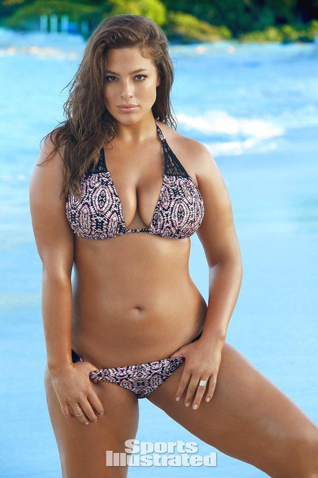 Ashley Graham, sexy in a bikini