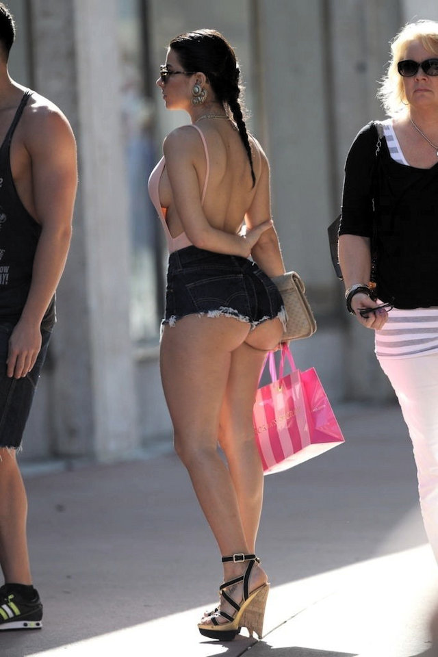 sexy butts in short shorts